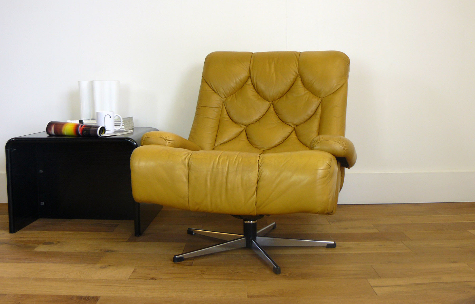 Stunning 70s Vintage Leather Tetrad Nucleus Swivel Armchair
